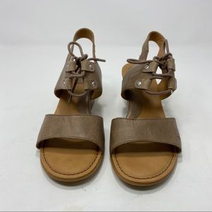 B.O.C Brown Leather Sandals Size 8 A124